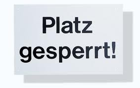 Hinweisschild 'Platz Gesperrt'